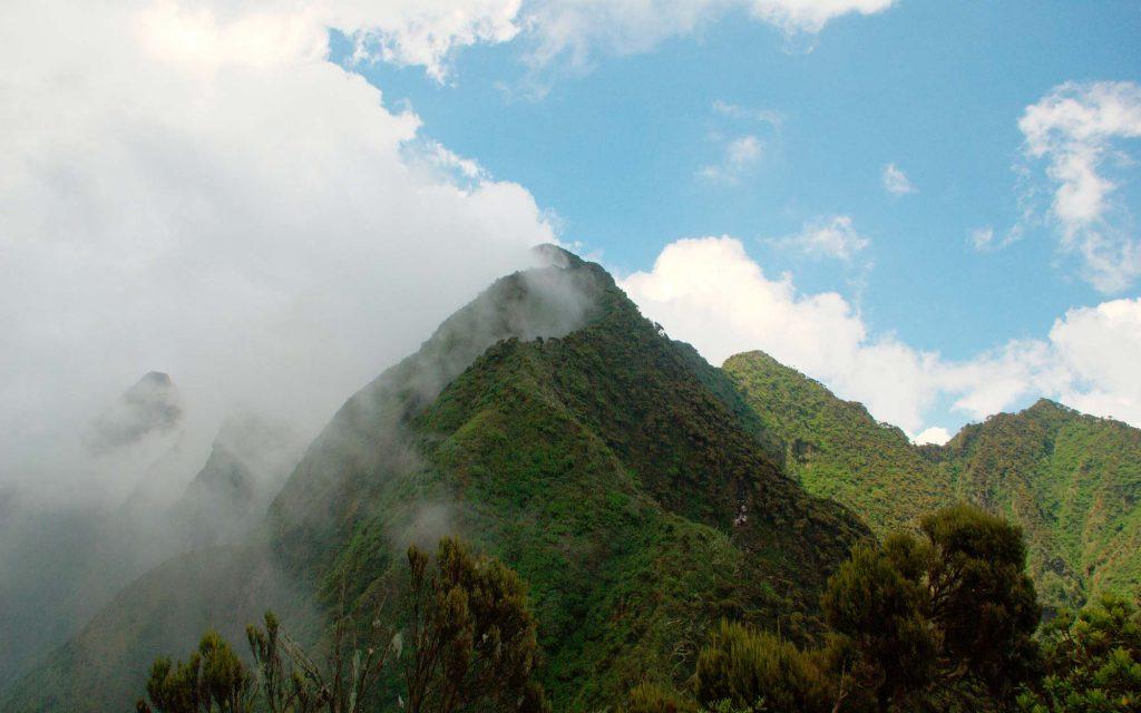 hiking mount sabinyo uganda